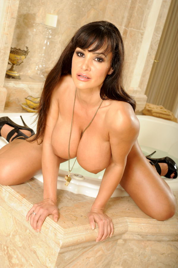 What lisa ann nude in bathroom